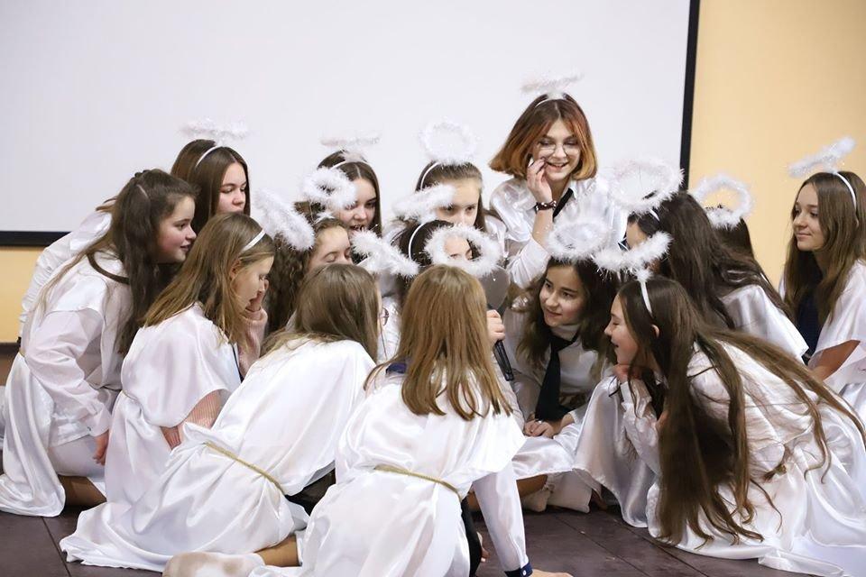 Виступ ангелів перед кінологами, Кінологічний навчальний центр