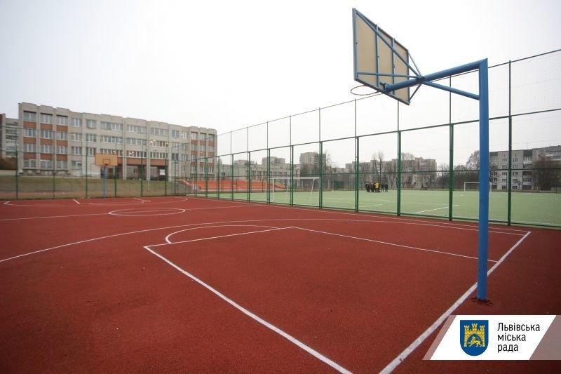 Стадіон школи №65, фото Львівської міськради