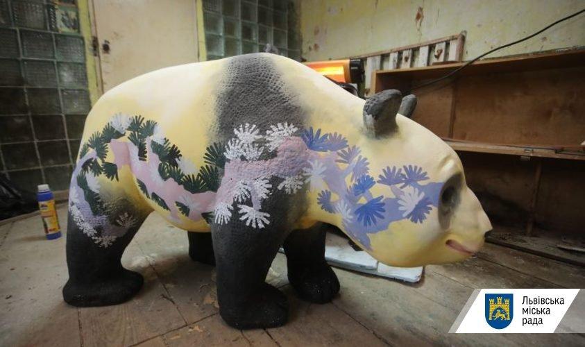 Фото: розмальовані гіпсові панди / пресслужба ЛМР