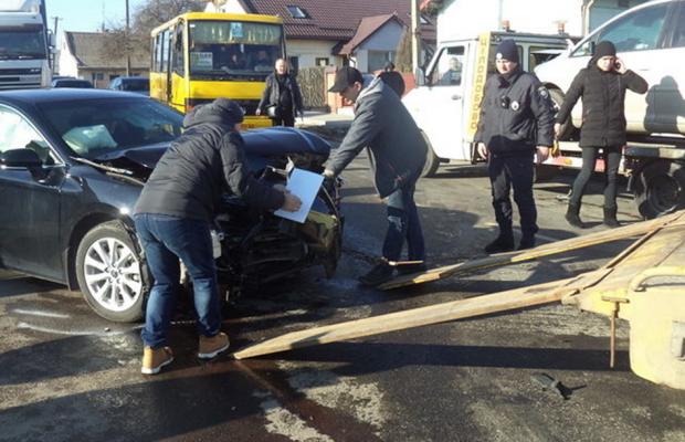 Масштабна ДТП у Винниках: від трагедії врятували тільки подушки безпеки, - ФОТО