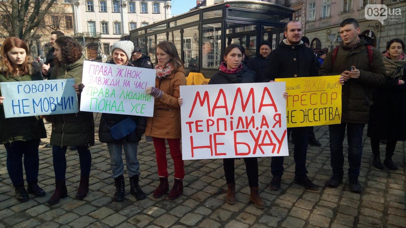 Фото з феміністичної акції 8 березня 2018 року/ 032.ua