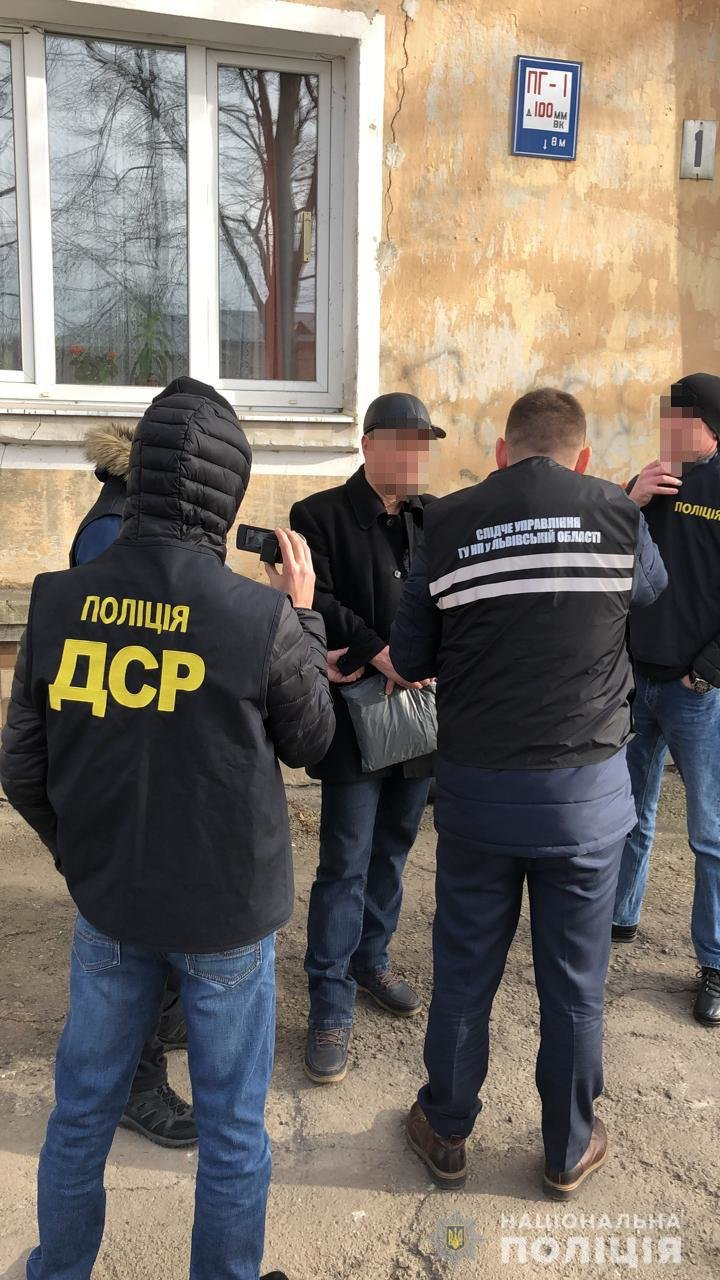 """Підпал """"Мерседеса"""", фото поліції Львівщини"""