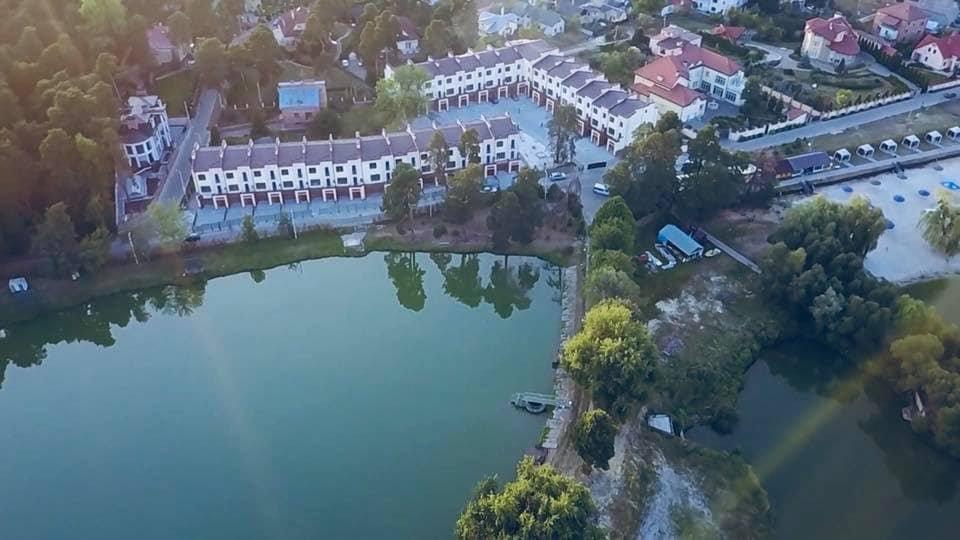 Котеджне містечко в Брюховичах, фото з Facebook
