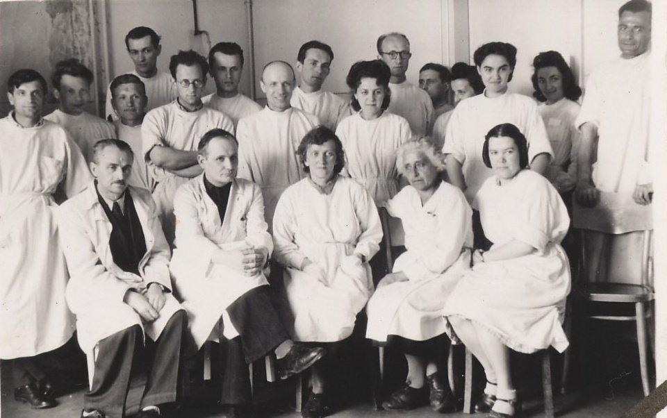 Мосінг серед працівників Інституту, фото з відкритих джерел