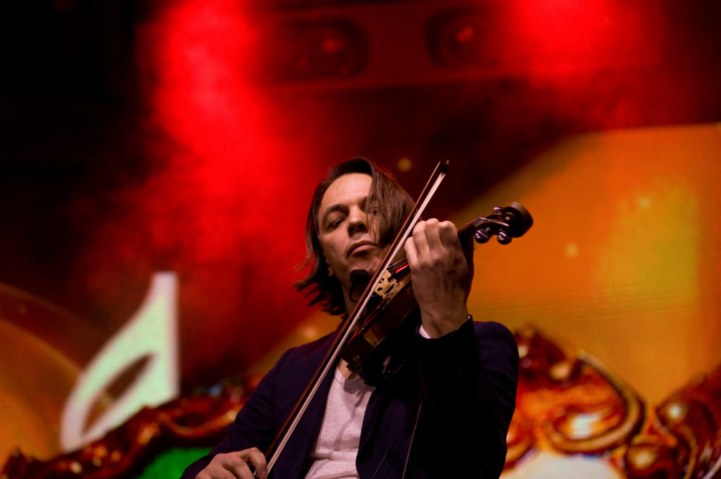 Фото: концерт скрипаля Святослава Кондратіва / fashion-diplomacy.com