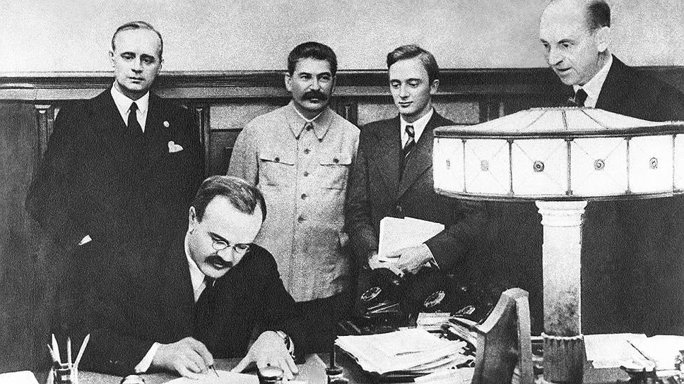 Підписання пакту Рібентропа-Молотова