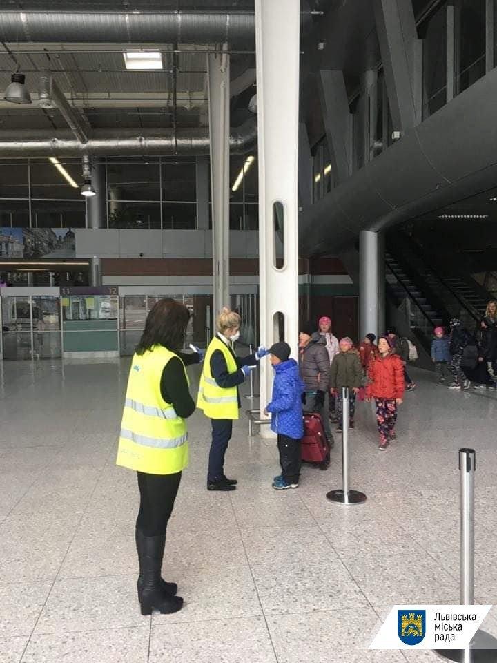 Фото: В аеропорту «Львів» запровадили особливий режим безпеки / пресслужба ЛМР