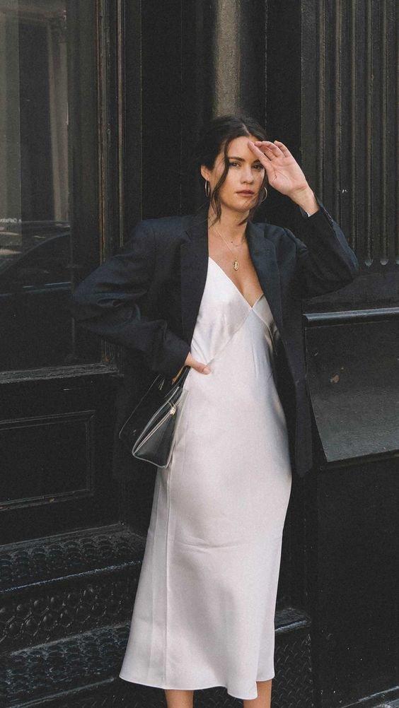 Вечірній образ з шовковою сукнею.Фото - pinterest.com