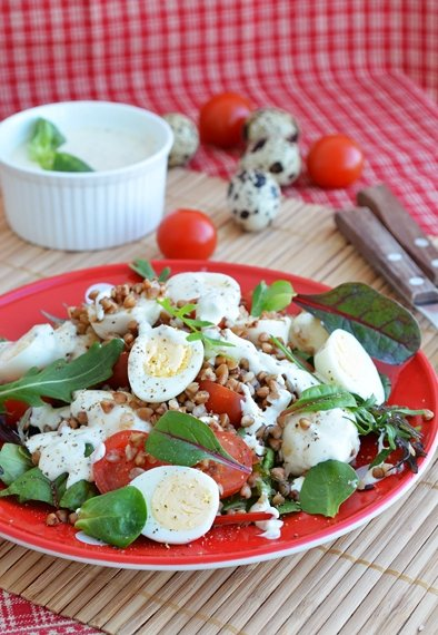 Фото: Гречаний салат з перепелиними яйцями / stravy.net