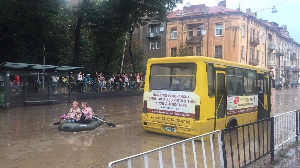 Вулиця Сахарова під час зливи, фото архівне, 2018 рік, фейсбук