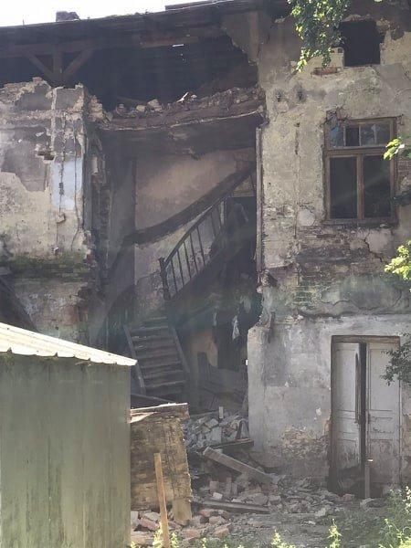 Фото: обвал стіни / надала пресслужба ДСНС у Львівській області