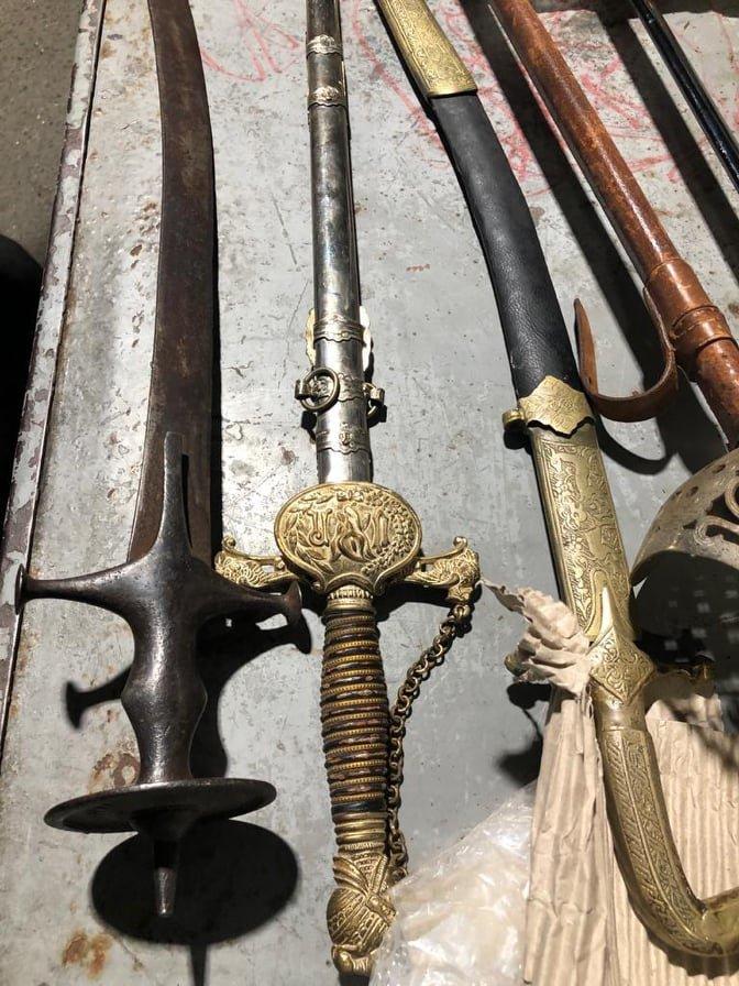 Контрабанда старовинних мечей та шабель. Фото - НПСУ