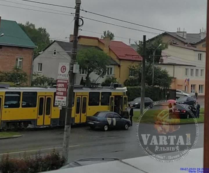 """ДТП на вулиці Княгині Ольги. Фото - """"Варта-1"""""""