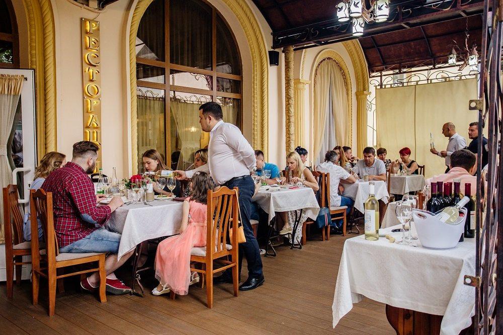 Ресторани та кафе Львова з літніми терасами та майданчиками, фото-16