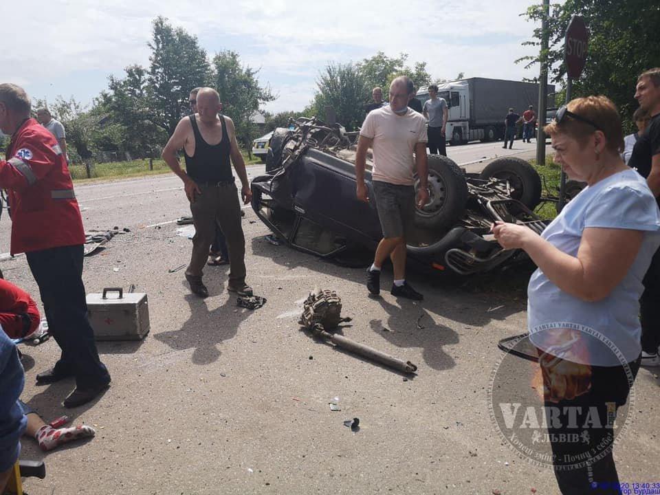 "ДТП поблизу Буська. Фото - ""Варта-1"""