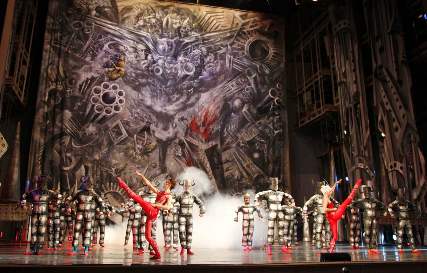 """Балет """"Створення світу"""" і Євген Лисик, фото надали у пресслужбі Львівської опери"""
