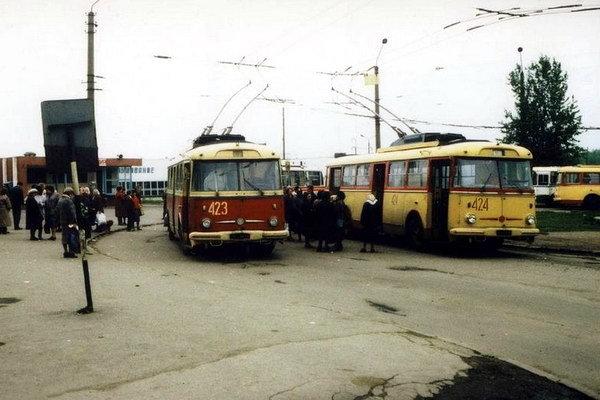 """Кінцева зупинка тролейбусів на станції """"Сихів"""", Фото: vorobus.com"""