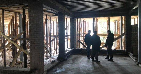 ДАБК винесла припис щодо самовільного будівництва, Фото: Facebook/Любомир Зубач