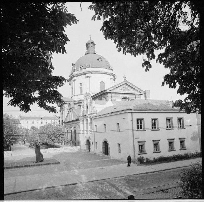 Королівський арсенал та Домініканський собор у 1976 році, Фото: photo-lviv.in.ua