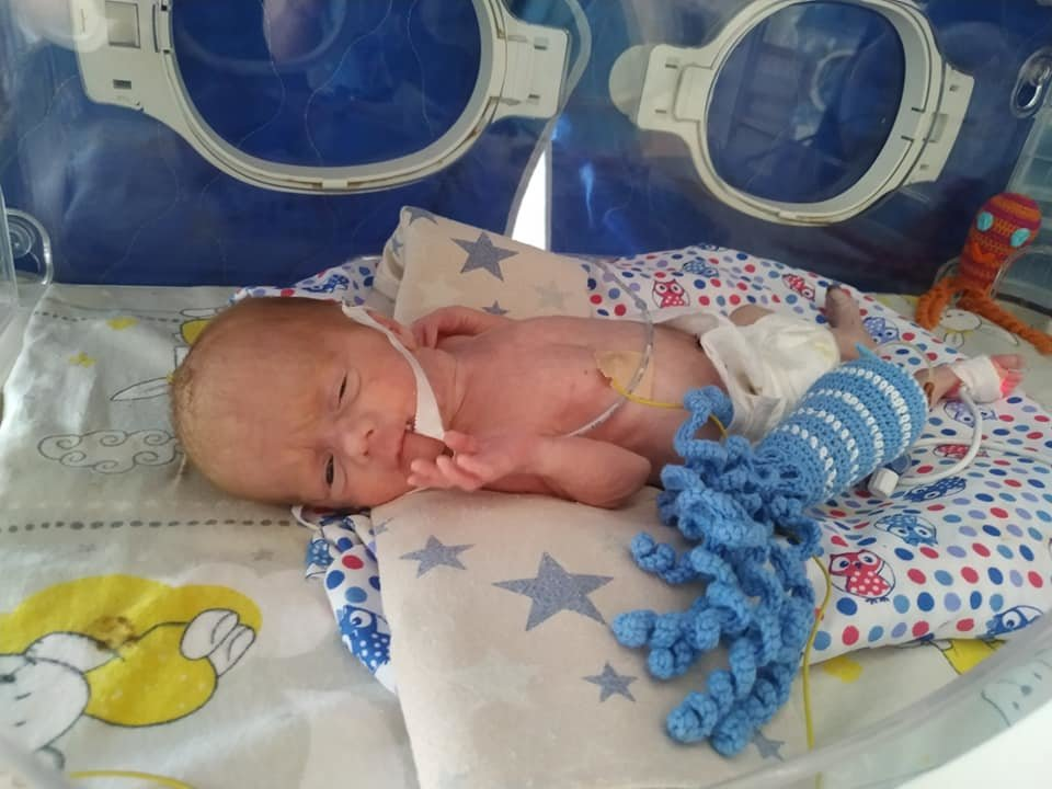 Медики виходили передчасно народжену двійню, Фото: дитяча лікарня на Орлика