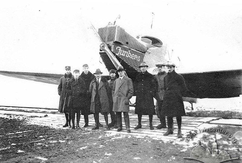 Пасажири першого рейсу Гданськ - Варшава - Львів, Фото: wikipedia.org