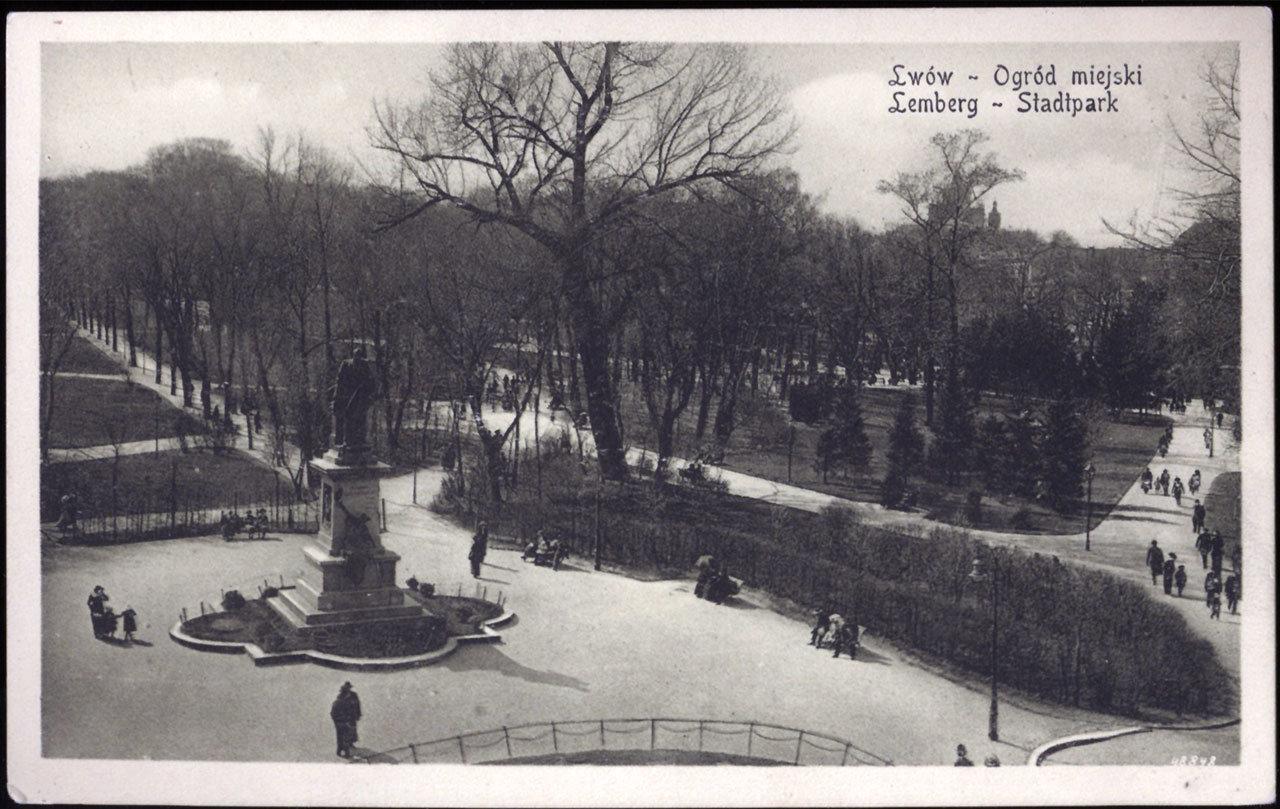 Пам'ятник А. Голуховському на місці центральної алеї, Фото (1916 р.): photo-lviv.in.ua
