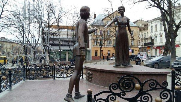 Фонтан Ромео і Джульєтти, Фото: 032.ua