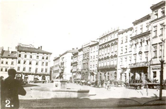 Площа Ринок, північно-східна сторона, Фото: lvivcenter.org