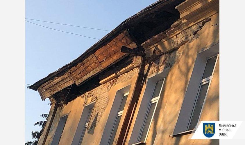 Обвал частини даху на вулиці Некрасова, Фото - ЛМР