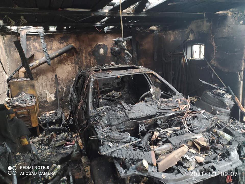 На Львівщині у пожежі згоріли два авто, Фото - ДСНС Львівщини