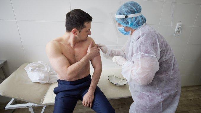 Володимир Зеленський вакцинувався від COVID, Фото: Володимир Зеленський/Twitter