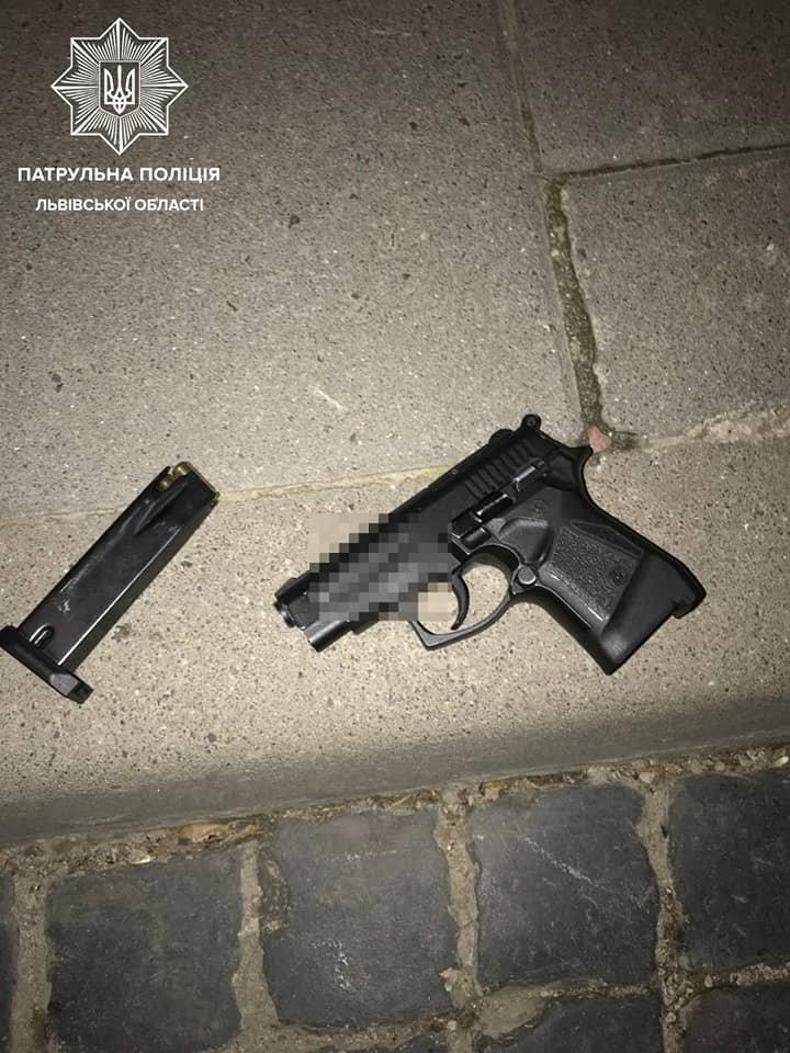 У Львові затримали двох чоловіків, яких підозрюють у стрілянині, Фото: пресслужб Патрульної поліції Львівщини
