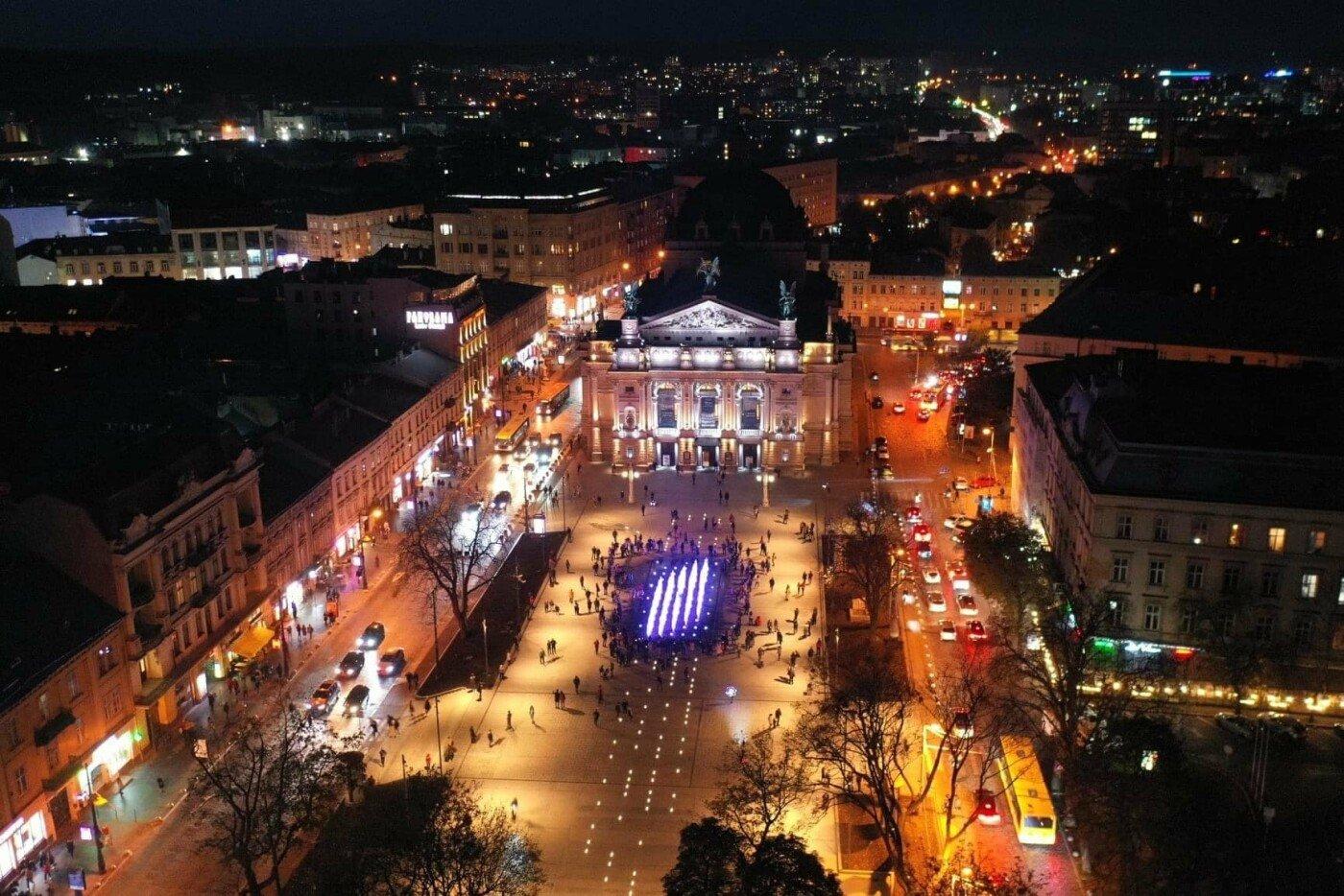 Фото: проспект свободи перед Оперним театром, Фото: Роман Балук