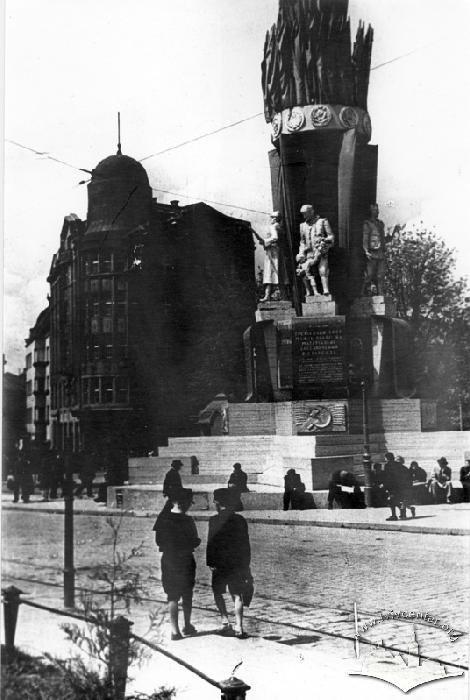 "Пам'ятник ""Дружби народів"", Фото: uk.wikipedia.org"
