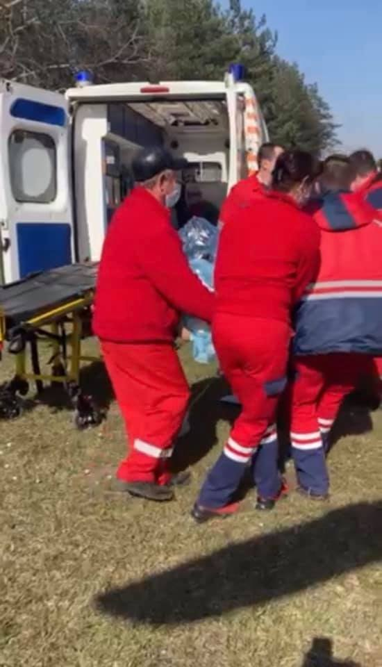 Пацієнта доправили до лікарні швидкої допомоги гелікоптером, Фото: Львівський обласний центр екстреної меддопомоги та медицини катастроф