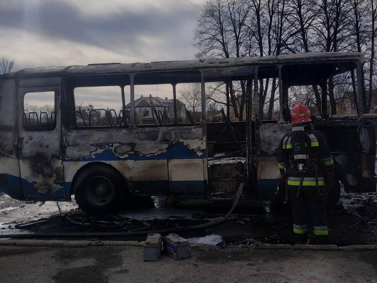 У Дрогобичі горів автобус, Фото: пресслужби ДСНС у Львівській області