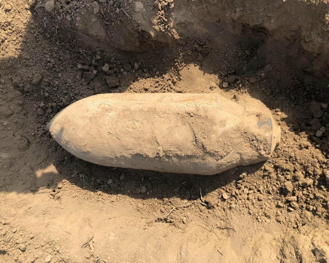 Небезпечну знахідку виявили під час земляних робіт, Фото: ДСНС