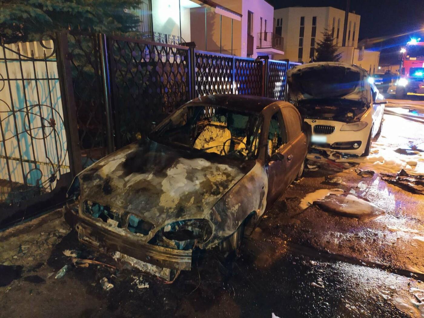 У Львові вщент згорів автомобіль, Фото: ДСНС