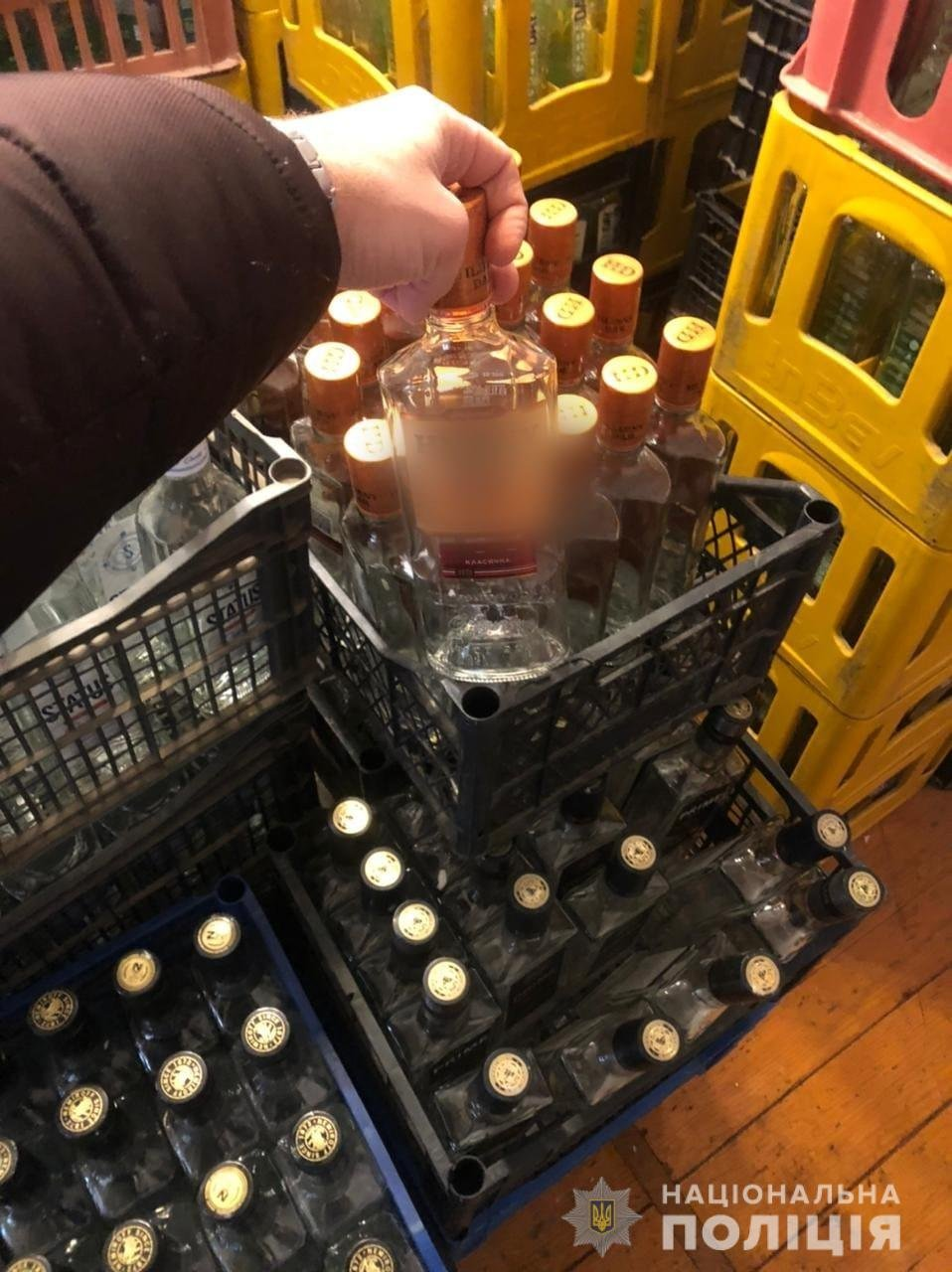 На Львівщині викрили цех із виробництвом алкогольного фальсифікату, Фото: поліція