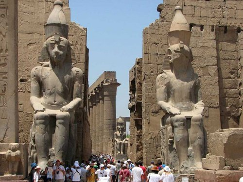 Скульптури фараона Рамзеса ІІ та його дружини Нефертаті у Єгипті, Фото - з відкритого доступу