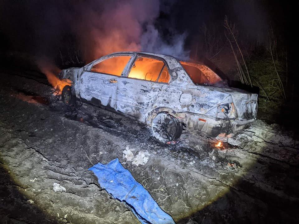 Внаслідок пожежі вогнем знищено автомобіль