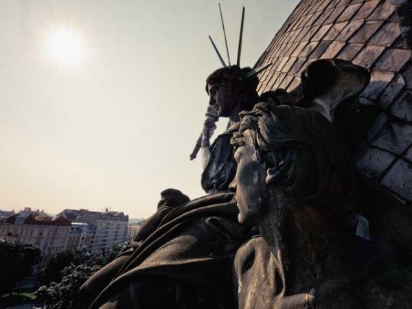 """Львівська скульптура """"Ощадності"""", Фото: photo-lviv.in.ua"""