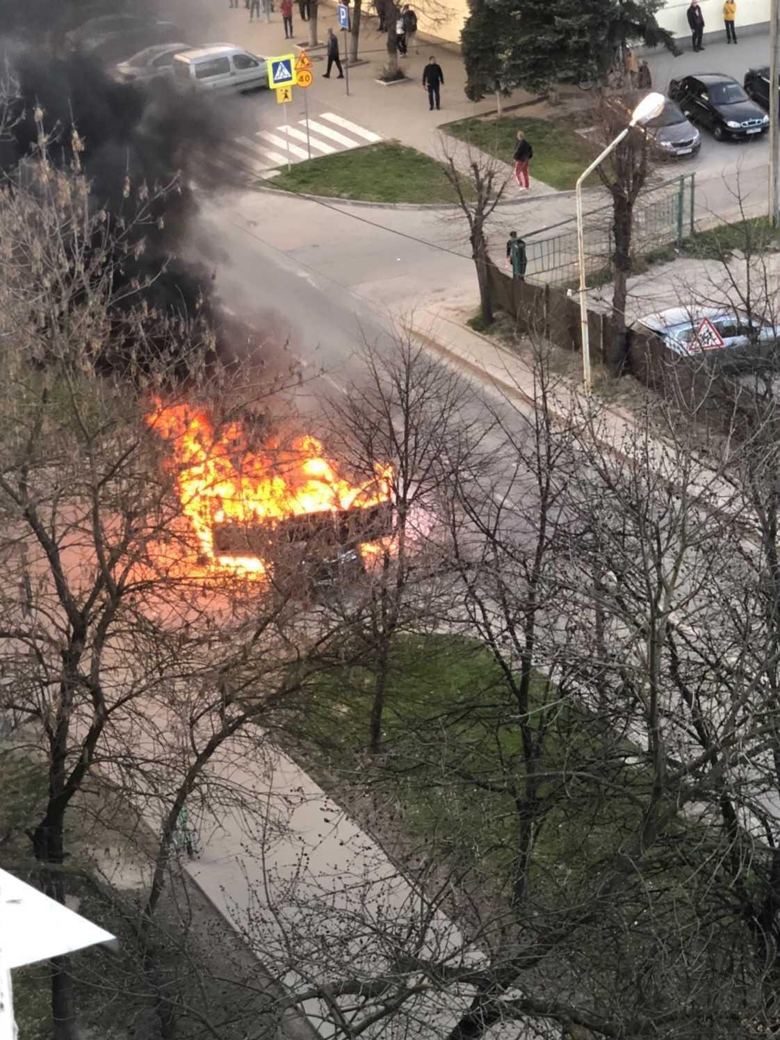 У Львові повністю згорів автомобіль, Фото - ДСНС Львівщини