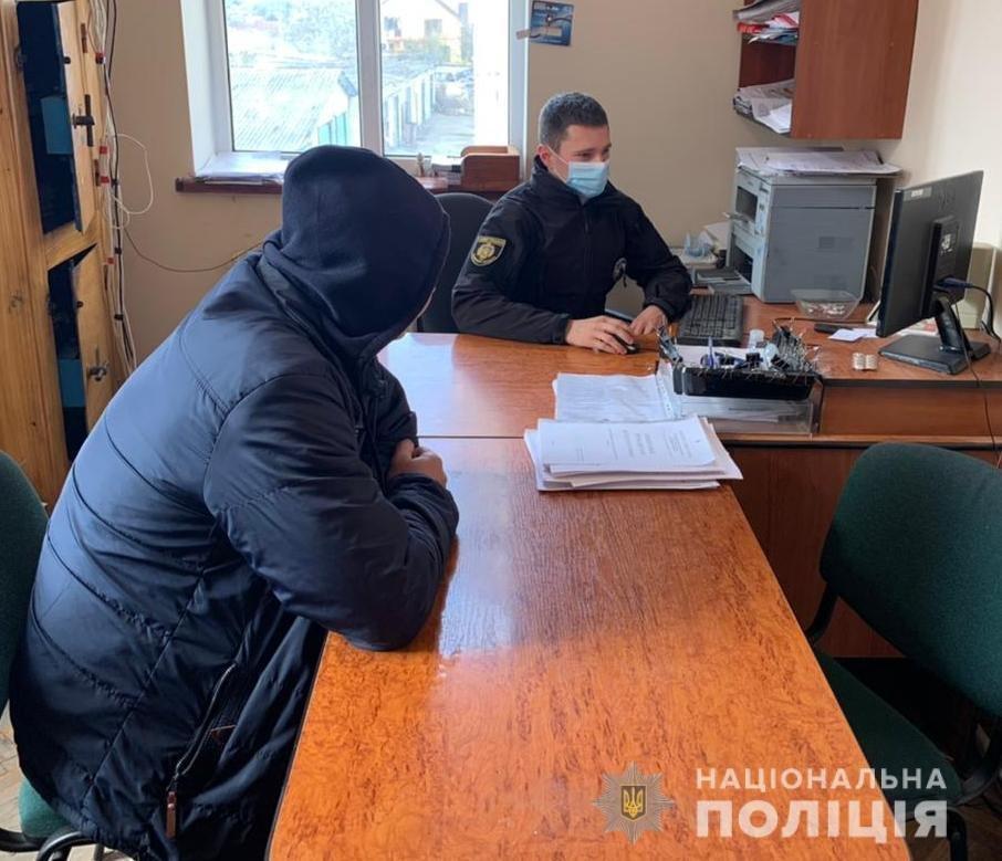 На Львівщині поліцейські затримали зловмисника, причетного до ножового поранення свого племінника, Фото: поліція