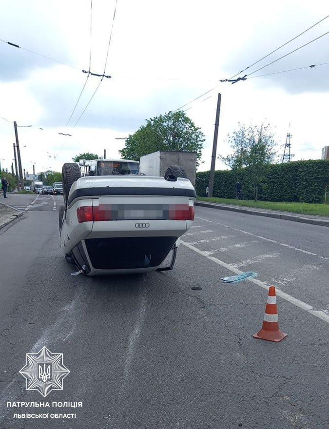 """На вулиці Зеленій авто перекинулося на дах, Фото - """"Варта - 1"""""""