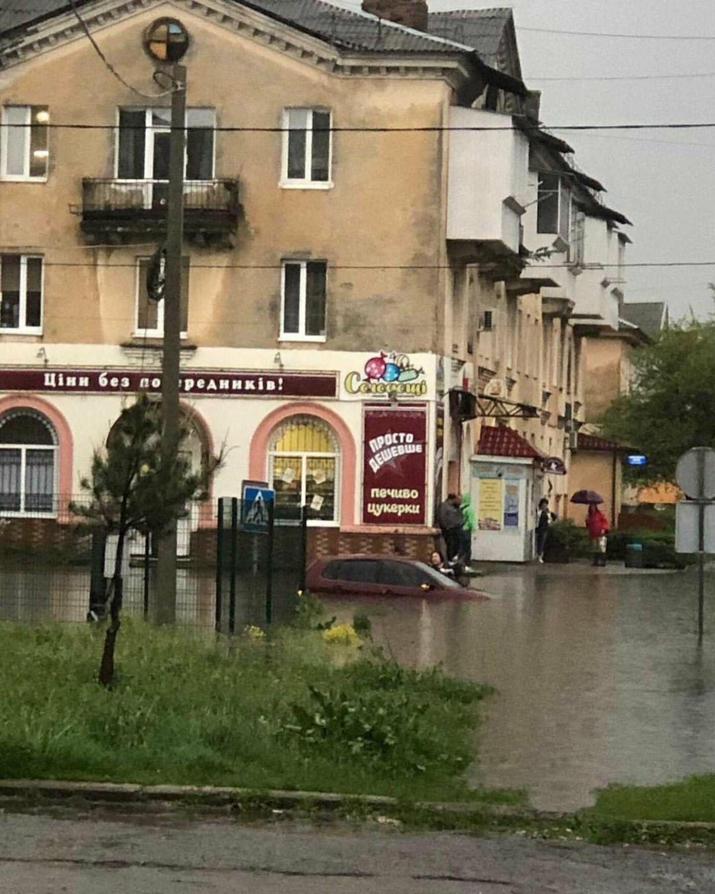 Злива перетворила вулиці Червонограда на озера, - ФОТОФАКТ, фото-6
