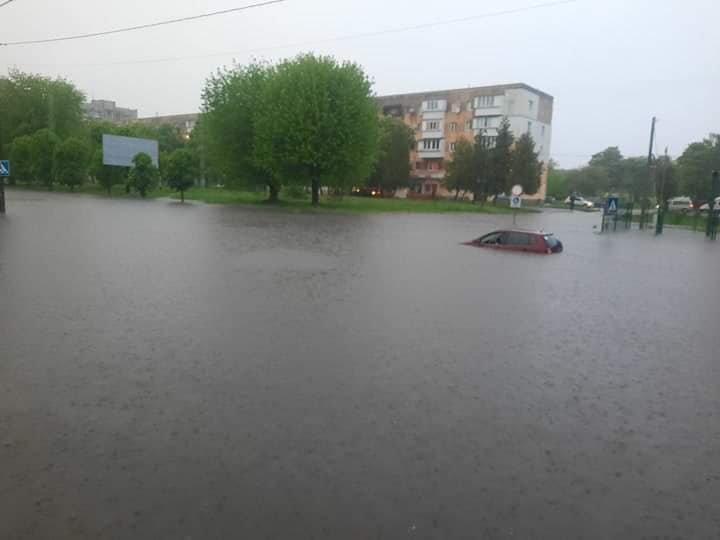 Злива перетворила вулиці Червонограда на озера, - ФОТОФАКТ, фото-4