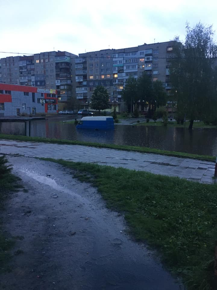 Злива перетворила вулиці Червонограда на озера, - ФОТОФАКТ, фото-5