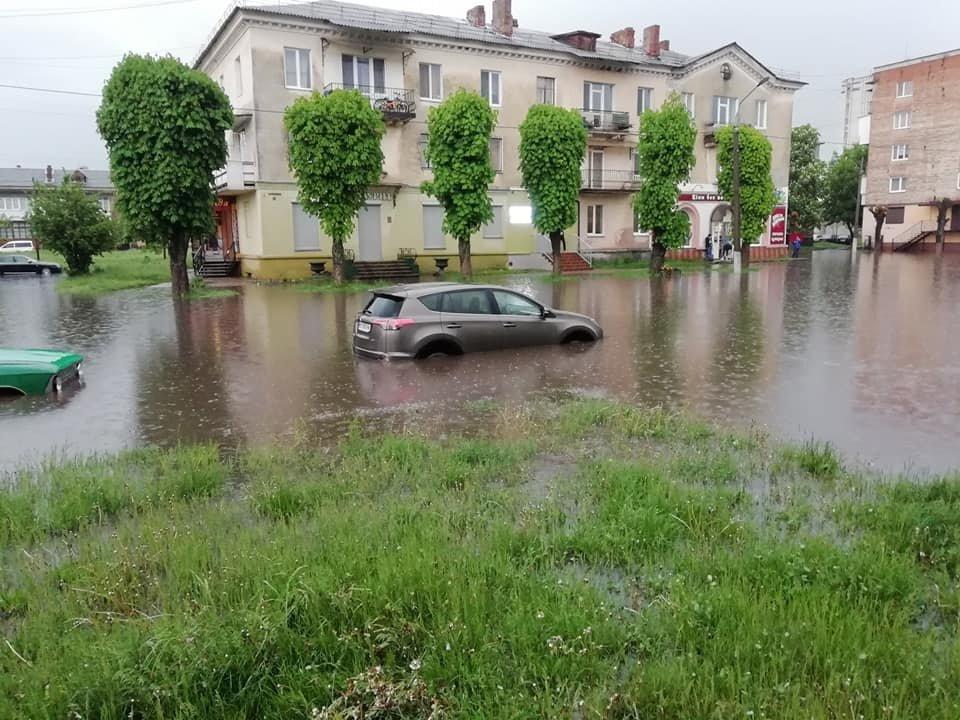 Злива перетворила вулиці Червонограда на озера, - ФОТОФАКТ, фото-1