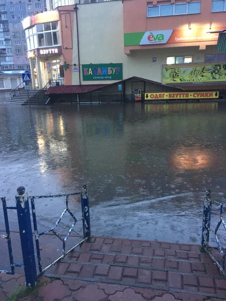 Злива перетворила вулиці Червонограда на озера, - ФОТОФАКТ, фото-2